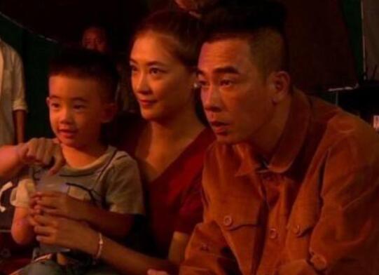 陈小春为儿子失控痛哭 忍不住流下了男儿泪!