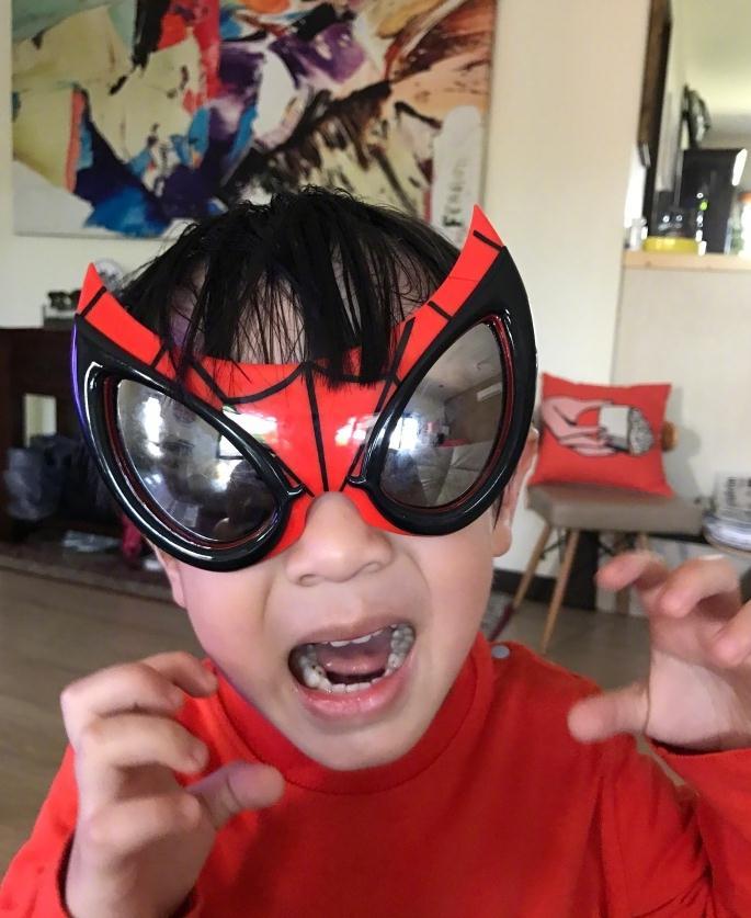 晒儿子Max超级英雄照片 小小英雄气势十足超可爱