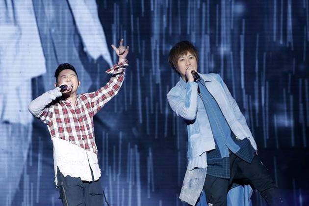 五月天演唱会歌迷热情高涨 嘻哈侠欧阳靖现场助阵