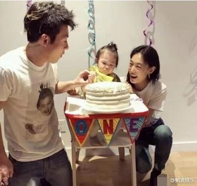 女儿1岁了!陈冠希双膝跪地捧蛋糕为Alaia庆生