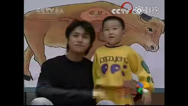 陈坤早年主持大风车视频曝光 青葱可爱变身孩子王