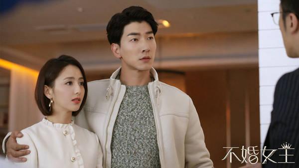 《不婚女王》曝心声版海报 佟丽娅张亮首演情侣档